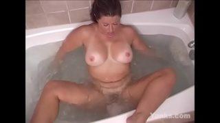 Busty Yanks BBW Samantha Masturbates