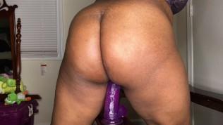 Ebony Juicy Ass Bounce on Dildo